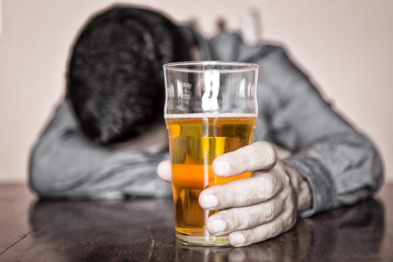 Пивной алкоголизм. Симптомы, последствия, лечение.